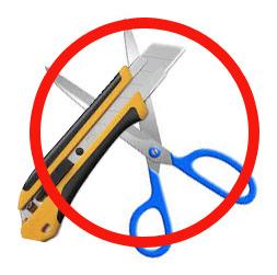 はさみやカッターを使って切れます。